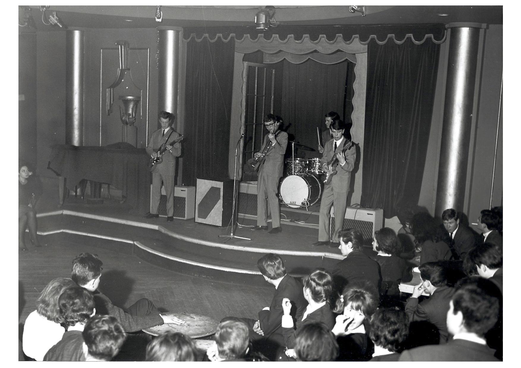 the-krewkats-sur-scene-paris-1962
